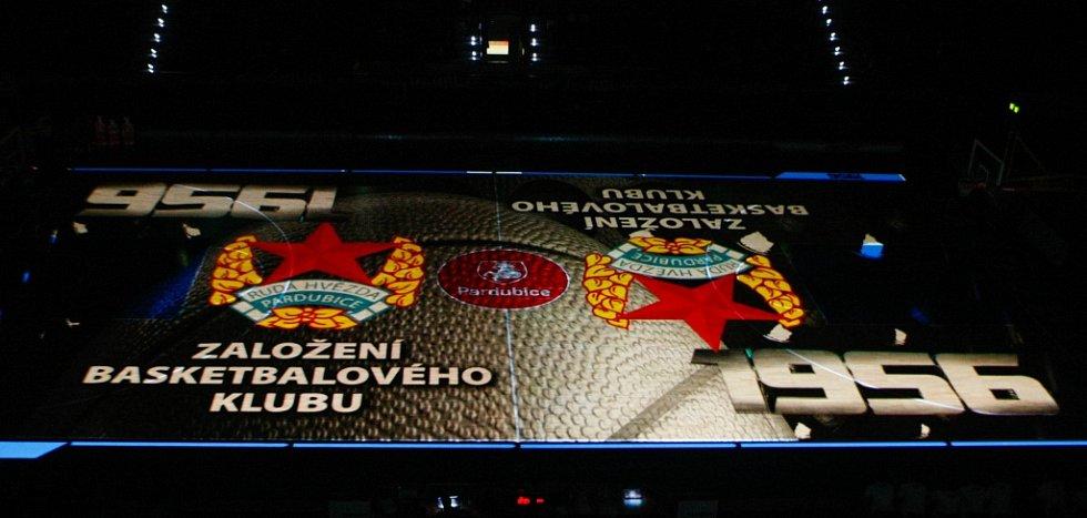Utkání BK JIP Pardubice s USK Praha odstartoval i videomapping.