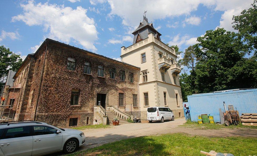 """Zámeček Pardubice nebo také """"Larischova vila"""" – více než stodvacetiletý novorenesanční skvost s bohatou, leč se smutnou historií."""
