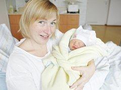Petr Valenta se narodil 19. listopadu v 10:41 hodin. Vážila 3210 gramů a měřil 49 centimetrů. Na maminku Irenu a tatínka Zdeňka čeká doma v Pardubicích ještě desetiletá Lucinka.