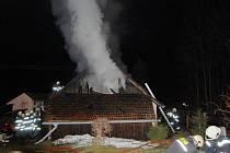 Rodinný dům v Koudelce lehl popelem. Na vině byla závada na elektroinstalaci mrazáku.
