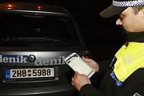 Informační systém pracuje s daty online. Zjistí jméno majitele vozu, jestli není kradený, zaznamená jeho přesnou polohu, přiřadí fotku a ihned odešle do systému. Už žádné papírování.