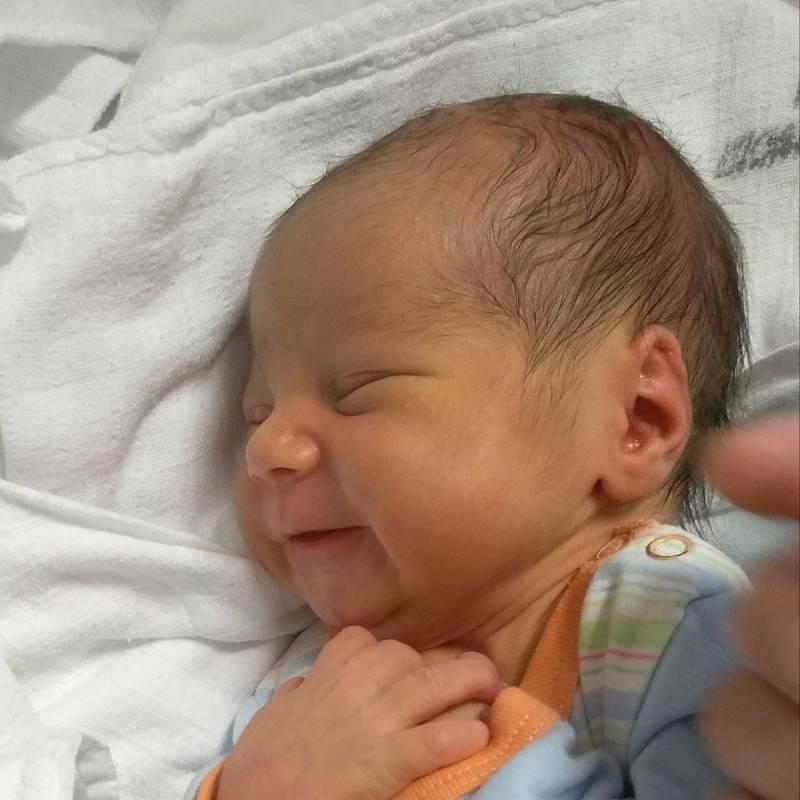 Jiří Kučera se narodil 18. 9. 2021 v 15:47 hodin. Měřil 51 cm a vážil 3333 g. S maminkou Zuzanou, tátou Miroslavem a sestrou Marií bude doma v Rabštejnské  Lhotě. Foto: rodina