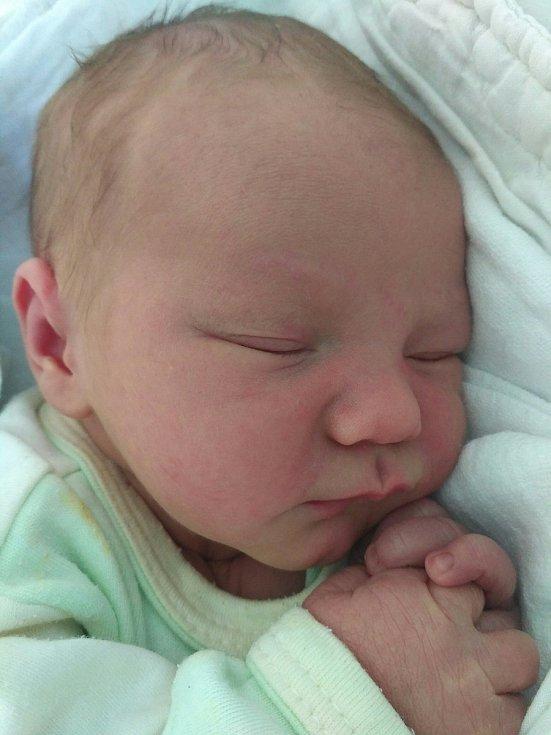 Miroslav Pavlík se narodil 2. 6. v 2:57 hodin. Vážil 3440 g a měřil 48 cm.  Rodiče Kristýna a Martin jsou  ze Stolan. Doma se na brášku těšil Martínek (3 roky).