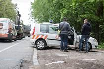 Dva ze čtyř prodejců ukrajinské národnosti, údajně hluchoněmí, kteří se ve Svítkově pokoušeli prodávat řidičům reflexní pásky.
