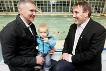 O pardubické aquacentrum je stále zájem. To těší i členy správní rady Tomáše Urbánka (vlevo) a René Živného.