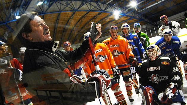Vladimír Martinec při tréninku pardubických hokejistů