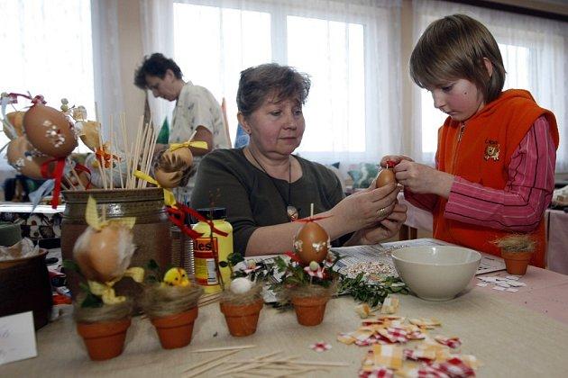 SLEPOTICKÝ SÁL KULTURNÍHO DOMU v sobotu hostil velikonoční jarmark.