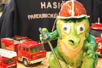 Dráček Ohniváček je maskot krajských hasičů již deset let a nyní je také patronem literární soutěže. Foto: HZS Pardubického kraje