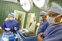 Chirurgická klinika Pardubické krajské nemocnice hostila v pondělí mezinárodní lékařský workshop zaměřený na kolorektální chirurgii.