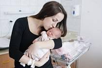 VALENTÝNA BENEŠOVÁ se narodila 3. února v 6 hodin a 15 minut. Měřila 50 centimetrů a vážila 3360 gramů. Maminku Hanu podpořil u porodu tatínek Daniel. Doma v Pardubicích na nového sourozence čeká jedenapůlletý Daniel.