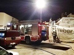 Hasiči zasahovali u požáru střechy Gymnázia Mozartova