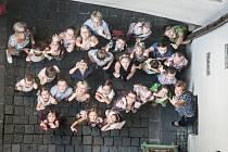 Žáci ze třídy 1. C Základní školy Závodu míru si s ním vyšplhali pořádně vysoko. Až na Zelenou bránu v Pardubicích.