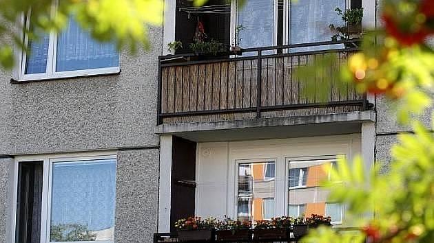 Při sexuálních radovánkách, obzvláště v městské zástavbě, je lepší si zavřít okno...