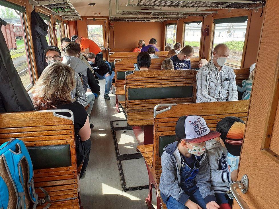 Nadšenci z železničního muzea v Rosicích provětrali starý motoráček.