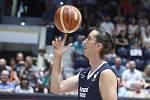 Poslední souboj basketbalových legend Jiřího Welsche a Luboše Bartoně v pardudubické ČSOB pojišťovna ARENĚ.