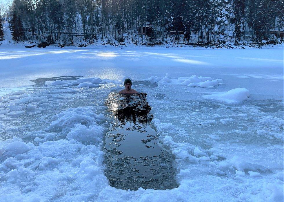 Vodní nadrž Pastviny, 31. ledna 2021, při jasném počasí s teplotou -3 vzduch a + 0 voda.