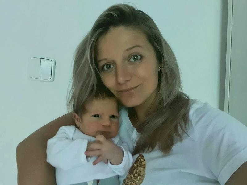 Jiří Boušek se narodil 14. 7. 2021 ve 4:11 hodin. Vážil 3190 g. Velikou radost udělal rodičům Jitce Dvořákové a Jiřímu Bouškovi z Dobré Vody. Je jejich prvorozeným dítětem. Tatínek byl u porodu mamince velkou oporou.