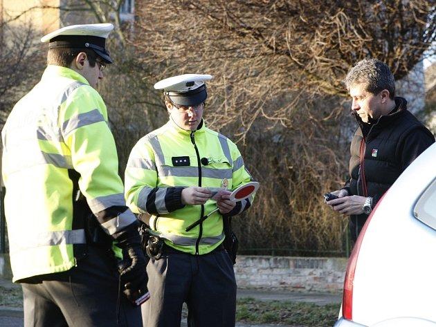 Kontrola připoutání pasažérů v autech v Pardubicích se zaměřila na okolí škol
