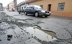 Obyvatele Pardubického kraje nejvíc trápí neutěšené silnice.