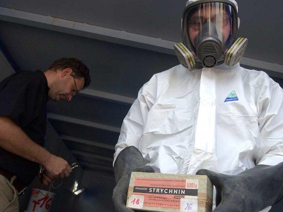 Ve chvaletických skladech se nalezl i strychnin.