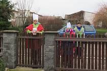 Tomáš Vaníček, jeho sestra Milena a kamarád Honzík v Rohovládově Bělé při tříkrálové sbírce našli souseda v bezvědomí.