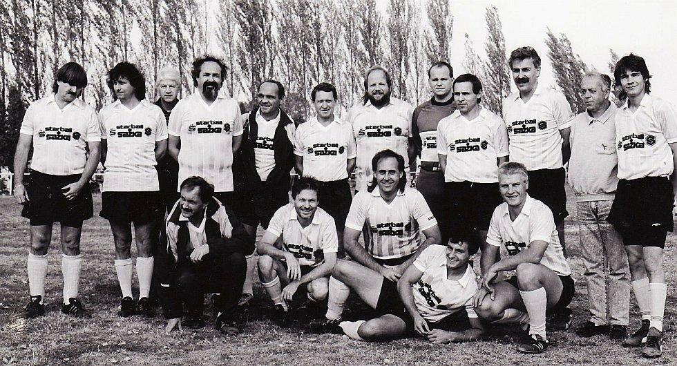 Fotbalový klub AMFORA (AMatérské FOtbalové RArity) založil Petr Salava už vroce 1974. AMFORA každoročně sehraje 10 charitativních utkání. Celkový počet zápasů překročil700 a počet diváků se blíží k miliónu.