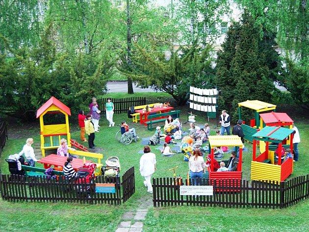 Zrekonstruované dětské hřiště v Pardubické krajské nemocnici