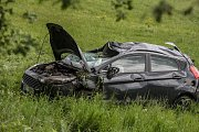 Dopravní nehoda ve Svítkově. Automobil se kutálel přes střechu, řidička z automobilu vypadla.