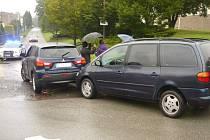 Drobná nehoda v Lázních Bohdanči před školou 1. září. Naštěstí bez zranění i větších škod.