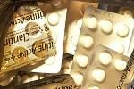 Na dva tisíce tablet mělo posloužit k výrobě drogy. Dva muži je převáželi autem.