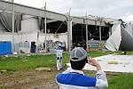 Škody které napáchalo tornádo v průmyslové zóně ve Starých Čívicích