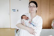 LADISLAV HNÍZDIL se narodil 25. února v 19 hodin a 50 minut. Měřil 46 centimetrů a vážil 3030 gramů. Maminku Ivetu podpořil u porodu tatínek Jiří. Rodina bydlí v Lanškrouně.