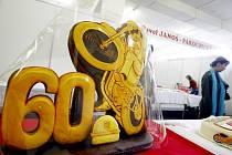 SOUČÁSTÍ VÝSTAVY GASTRO, která se koná až do zítřka koná v pardubickém Ideonu, je rovněž soutěž cukrářů na téma 60 let Zlaté přilby. Otevřena je od deseti do osmnácti hodin.