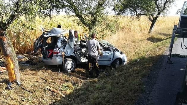 Tragická nehoda u Jankovic. 18letý řidič osobního vozu nepřežil. Nikdy ani nevlastnil řidičský průkaz.