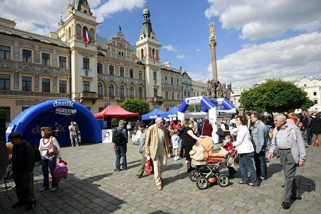 Den s Deníkem na Pernštýnském náměstí v Pardubicích