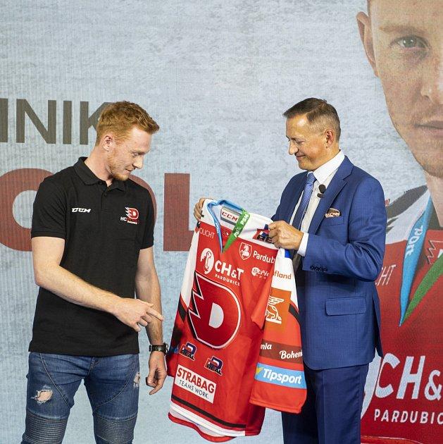 Hokejové Pardubice představují nového brankáře Dominika Frodla.
