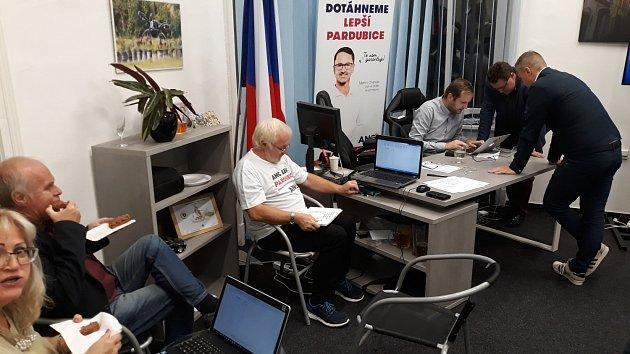 Volební štáb hnutí ANO 2011vPardubicích.