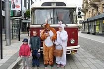 V pondělí vyjede trolejbus s velikonočním zajíčkem.