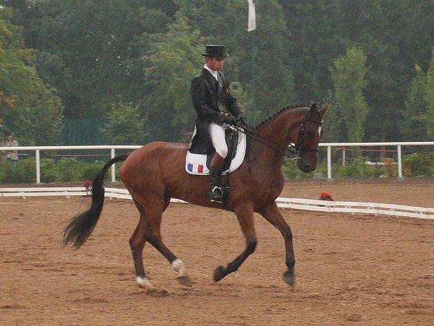Francouz Nicolas Astier s koněm Jhakti Du Janlie