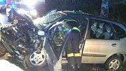 Střet dvou vozidel u Chvojence. Pět lidí bylo zraněno.