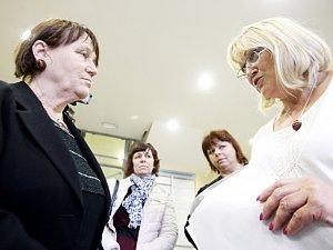 Anna Šabatová v diskuzi s Alenou Stehnovou.