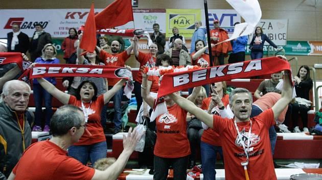 5. čtvrtfinále basketbalu Pardubice - Svitavy 90:62.