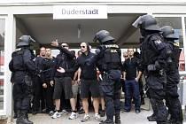 Pořádková jednotka z Pardubického kraje reprezentovala Českou republiku na mistrovství policejních těžkooděnců v německém Duderstadtu. Pardubičtí policisté zde v ostré konkurenci vybojovali šesté místo z 21 týmů z Německa, Polska a Holandska.