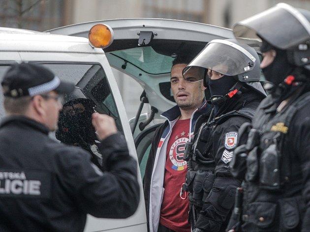 Proti fanouškům Sparty policie v Pardubicích zasahovat nemusela. Řešila se pouze pyrotechnika.