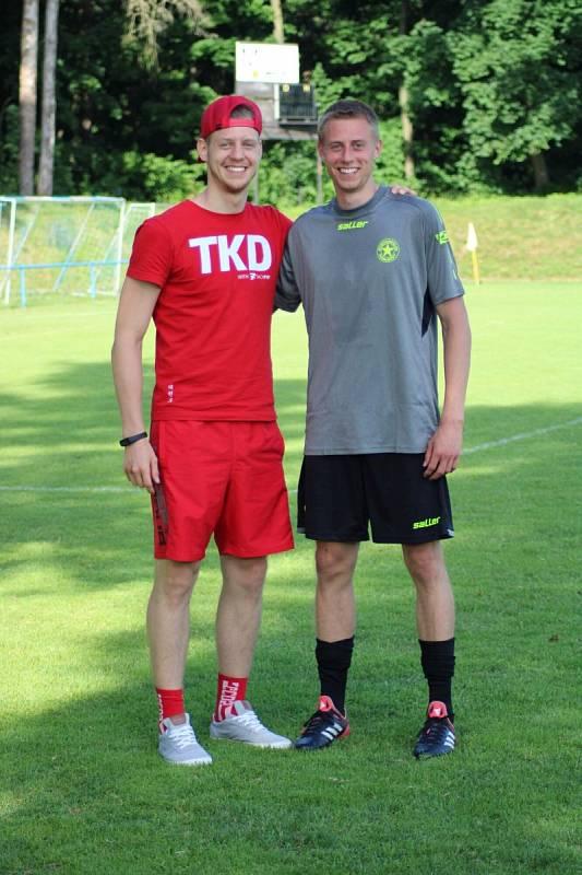 Ivan Knyshov s bratrem Stepanem (vlevo).