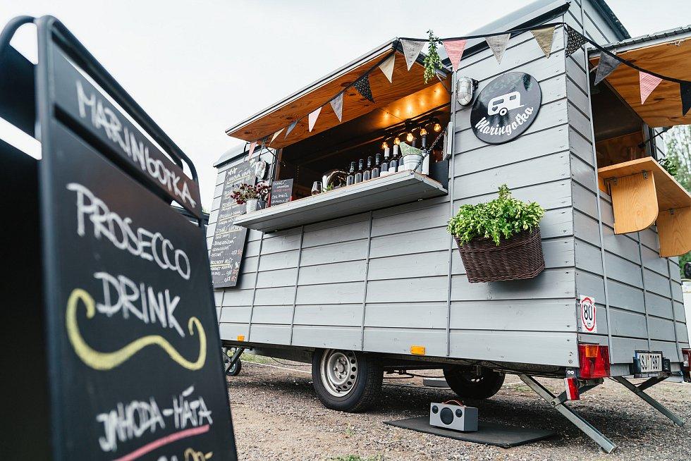 Na pardubický Food Truck Fest se sjely desítky majitelů trucků, kteří si připravili rozmanité nabídky plné tradičního místního jídla i pochutin ze světa.