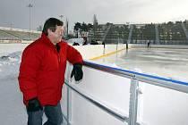 Deník pořídil vzácné snímky československé hokejové legendy Vladimíra Martince, který společně s dalšími významnými osobnostmi obstará v neděli od deseti hodin předzápas veteránských týmů Pardubic a Brna.