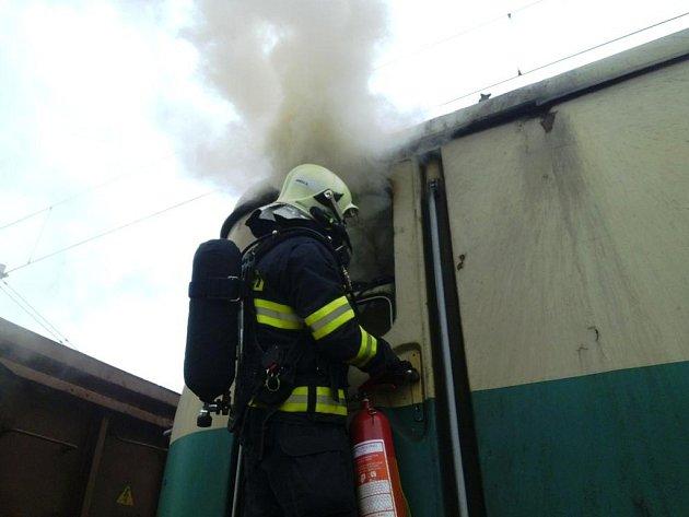 Požár lokomotivy v Přelouči