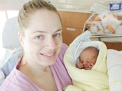 Štěpán Kotas  se narodil 12. listopadu v 10:52 hodin. Měřil 49 centimetrů a vážil 2850 gramů. Mamince Kateřině byl tatínek Lukáš u porodu oporou a společně už se těší, až si synka odvezou domů, do Pardubic.