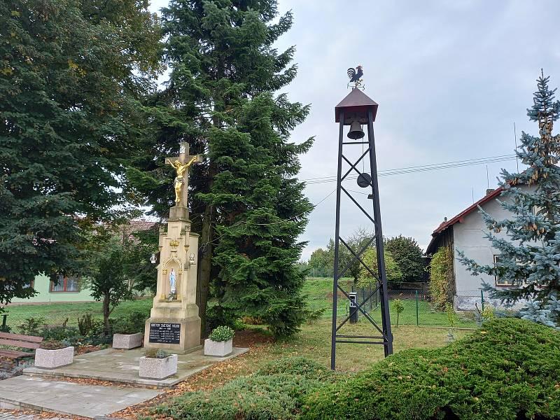 Zvonička odbíjí každý den v poledne.